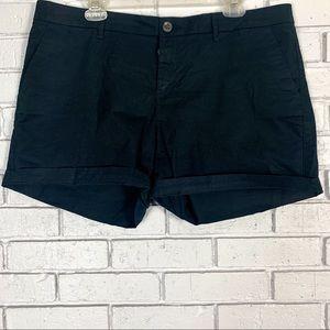 Old Navy Basic Black Shorts - Size 14